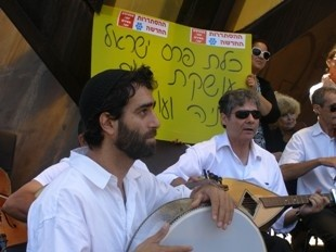 קונצרט מחאה בכיכר רבין של התזמורת האנדלוסית
